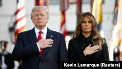 Президент США Дональд Трамп із дружиною Меланією під час церемонії вшанування пам'яті жертв терактів 11 вересня 2001 року, Білий дім, Вашингтон, 11 вересня 2017 року