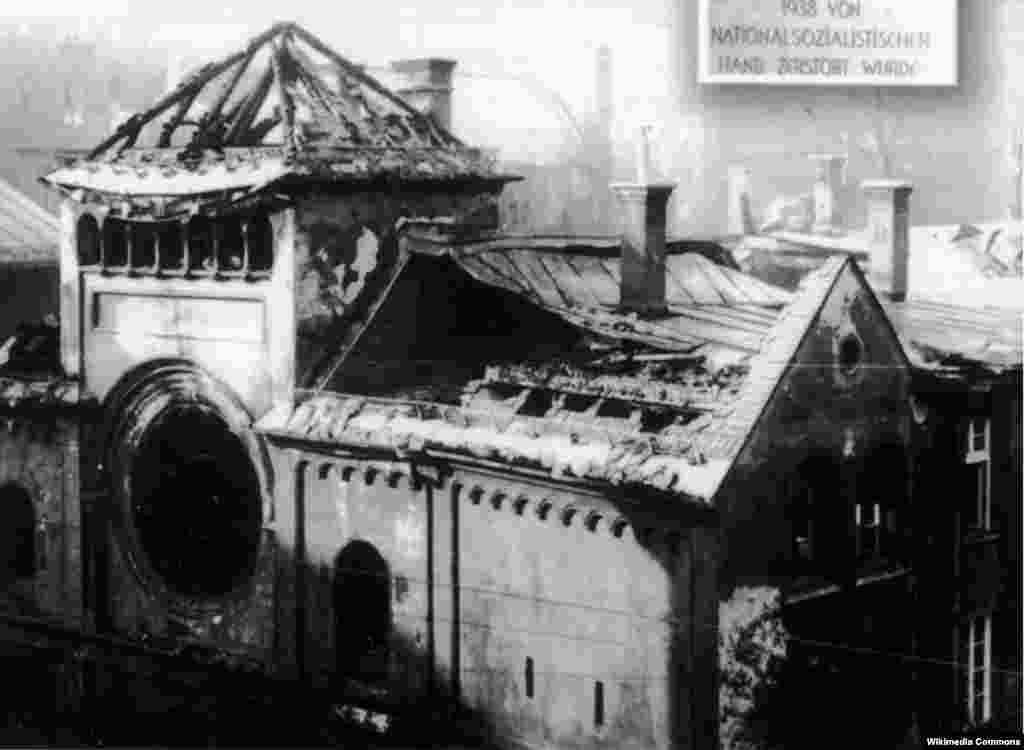 The ruins of the Ohel Yaakov synagogue in Munich, November 1938.