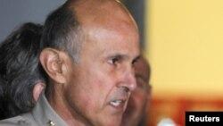 Լոս Անջելեսի շերիֆ Լի Բաքան 2012-ի հունվարին ասուլիսի ժամանակ
