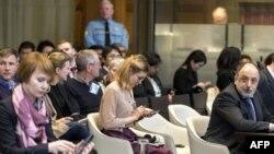 Директор правового департамента МИД России Роман Колодкин (справа), представляющий Россию в Международном суде ООН