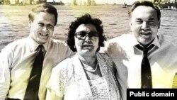Америкалық бизнесмен Джеймс Гиффен (сол жақта) және Қазақстан президенті Нұрсұлтан Назарбаев әйелі Сарамен.