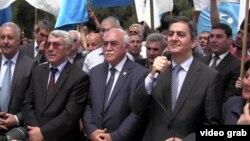 Ադրբեջանի ընդդիմության առաջնորդները Նովխանիում կայացած հանրահավաքի ժամանակ, 28-ը մայիսի, 2013թ.