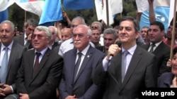 Azerbaýjan oppozisiýasy bakuwda maslahat edýär. 28-nji maý, 2013 ý.