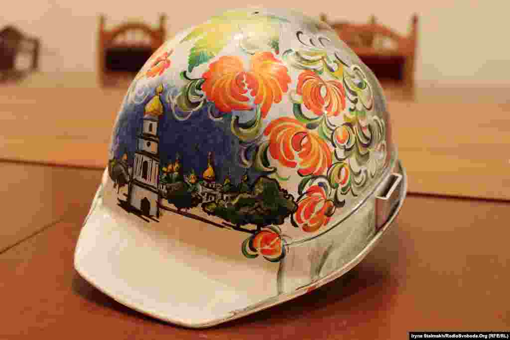 Some artists use the floral folk-art style called petrykivka.