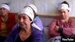 Заемщики по ипотечным кредитам на акции голодовки. Алматы, 21 октября 2013 года.
