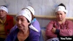 Аштық жариялап отырған борышкерлер. Алматы, 21 қазан 2013 жыл. (YouTube сайтындағы видеодан скриншот)