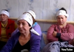 Участницы голодовки ипотечников. Алматы, 21 октября 2013 года.