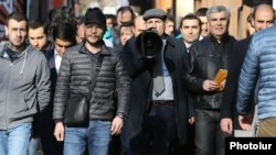 Armenia - Nikol Pashinian (C) and other members of the opposition Yelk alliance campaign in downtown Yerevan, 8Mar2017.