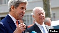 Стаффан де Мистура (справа) с госсекретарем США Джоном Керри (Женева, май 2016)