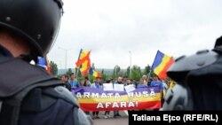 Protest anti-Rogozin la aeroportul din Chișinău în 28 iulie 2017