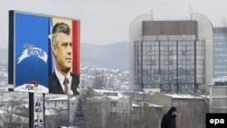 Fotografi gjatë fushatës për zgjedhjet e 12 dhjetorit.
