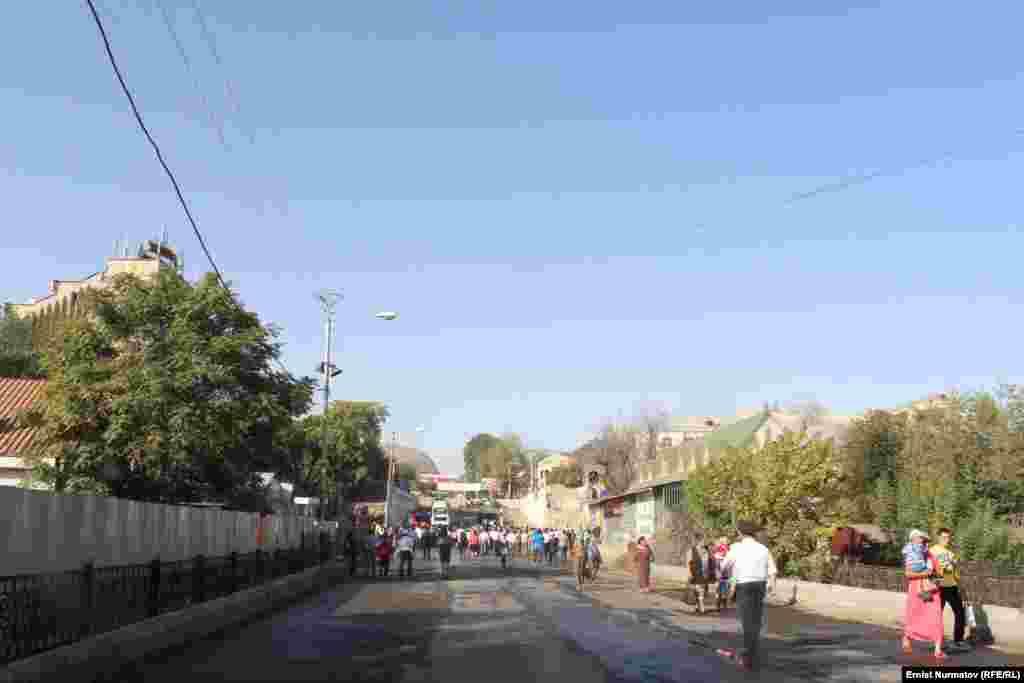 Начальник Управления городских дорог Сатыбалды Абдылдакунов, заверил, что строение завершится через полтора года