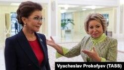 Дарига Назарбаева, председатель сената парламента Казахстана и старшая дочь экс-президента Нурсултана Назарбаева, встречается во время визита в Москву с главой Совета Федерации России Валентиной Матвиенко. 22 октября 2019 года.