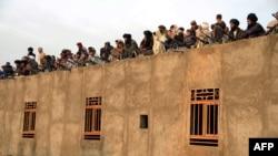 آخندزاده: قوماندانان نظامی طالبان در هلمند هیچ گاه به شورای کویته هشدار داده نمیتوانند.