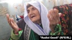 Бадан Исматоваи 112-сола, сокини вилояти Хатлон даст ба дуои фарзандонаш аст