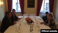 Глава МИДа Молдовы Андрей Галбур на встрече с заместителем генсека НАТО Роуз Гетемюллер в Мюнхене