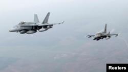 Aeroplanët e NATO-s duke fluturuar në hapësirën ajrore të vendeve të Baltikut