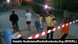 Поряд з будинком, який за даними журналістів ЗІК належить родині заступника міністра внутрішніх справ Сергія Чеботаря, Київська область, 28 квітня 2015 року