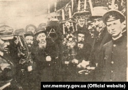 Єврейська делегація зустрічає головного отамана Симона Петлюру в Жмеринці. Серпень 1919 року