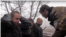 Гиви под камерами издевается над украинскими пленными. Январь 2015 года