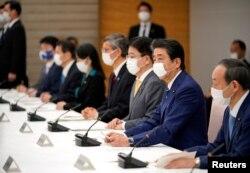 Заседание правительства Японии во главе с Синдзо Абэ