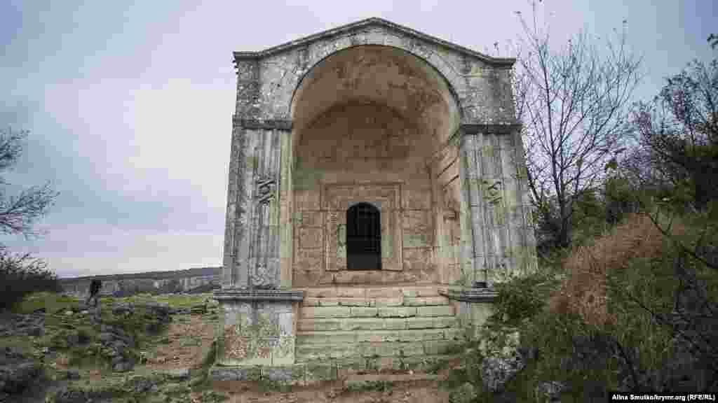 Мавзолей Джаніке-ханум, доньки Тохтамиша, золотоординського хана, побудований у 1437 році