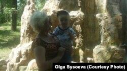 Наталья Воронина с внуком Егором до наводнения