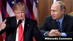 АҚШ президенті Дональд Трамп (сол жақта) пен Ресей президенті Владимир Путин.