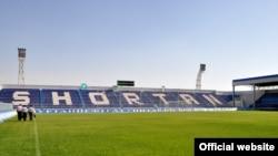 """1995 yilda qurilgan va yaqinda ta'mirdan chiqqan """"Sho'rtan"""" stadioni rasman 9 ming tomoshabinga mo'ljallangan."""