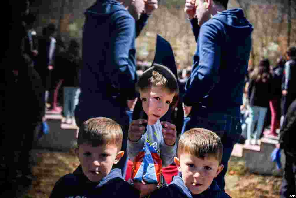 Косава: памінаньне масавага забойства цывільных альбанцаў зь вёскі Ізьбіца, учыненага сэрбскімі сіламі ў 1999 годзе; 28 сакавіка