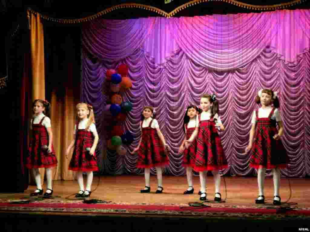 Гузәл Вәлиуллина җитәкчелегендәге «Молодость зелени» балалар ансамбле - Кама Тамагы