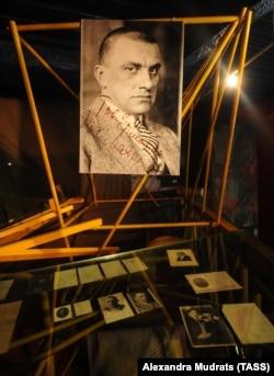 В музее Маяковского до реконструкции, лето 2013 года