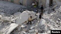 Pamje nga Taftanazi pas një sulmi ajror qeveritar