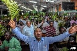 Молитва об избавлении от коронавируса в церкви в крупнейшем городе Танзании Дар-эс-Саламе. Апрель 2021 года
