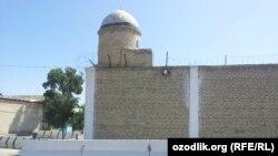Здание тюрьмы «Отбозор» в Бухаре.