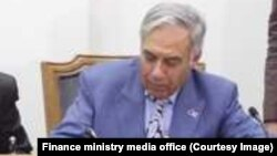 د افغانستان د ماليې سرپرست وزیر همایون قیومي