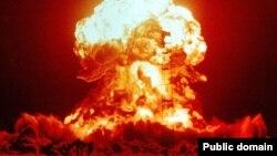 Взрыв на испытательном полигоне Невада, США. 18 апреля 1953 года.