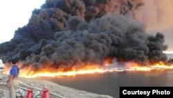 Крупный пожар на заброшенном хранилище нефтеотходов вблизи города Жанаозен. 19 сентября 2015 года.