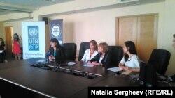 (stânga) Viceministra educației Nadejda Cristea, (a treia din stânga) Dafina Gherceva, coordonatoarea rezidentă ONU în Republica Moldova, la Social Good Summit