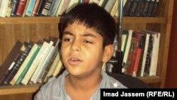 بيدر غالي يؤدي أغنية عراقية
