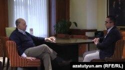 Сопредседатель Совета попечителей Армянской Ассамблеи Америки Энтони Барсамян дает интервью Радио Азатутюн