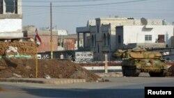 Танк в одном из селений в районе города Хомс, октябрь 2011 г.