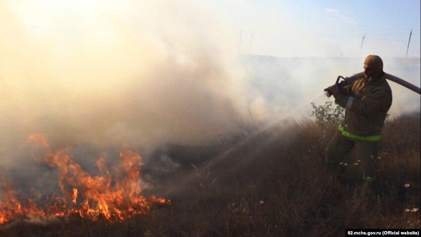 В Крыму за сутки потушили шесть возгораний в степи – МЧС