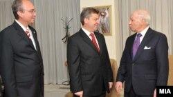 Архивска фотографија: Медијаторот Метју Нимиц со претседателот Ѓорге Иванов и преговарачот Зоран Јолевски