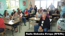Протест на родителите на ученици во основното училиште во село Коњско во близина на Охрид.