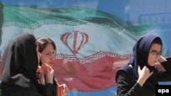 کاخ سفيد هشدار داده است که تحريم های جديد می تواند بر وضعيت معيشتی شهروندان ايرانی تاثير منفی داشته باشد.