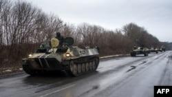 Колонна бронемашин украинской армии под Дебальцево. Донецкая область, 1 февраля 2015 года.