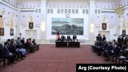 امضای قرارداد تولید برق در افغانستان میان مقامهای حکومتی و اداره توسعه بینالمللی امریکا در ارگ ریاست جمهوری