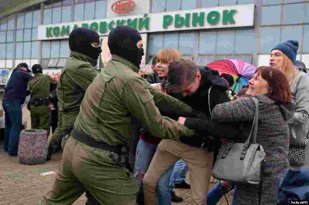 Masked officers broke up rallies in Minsk on September 8 that were held in support of Maryya Kalesnikava after the opposition figure was detained by authorities who reportedly tried to expel her from Belarus.