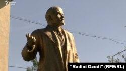 Памятник Ленину в Муминабадском районе